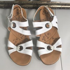 Bare traps white Jollity leather  Sandal Sz 9
